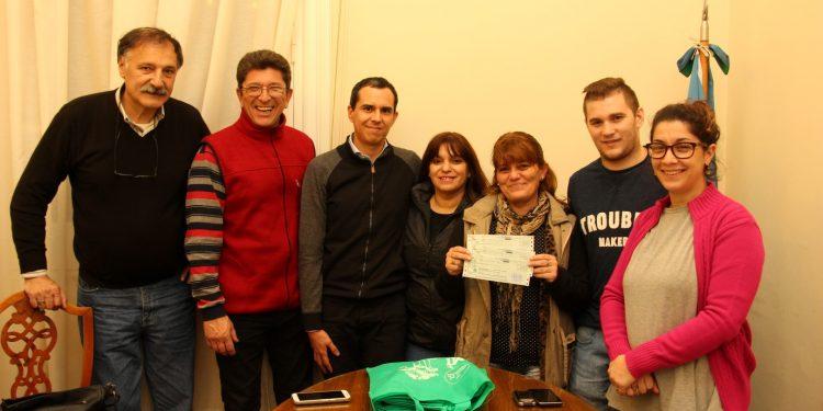 El Municipio entregó un subsidio a la Junta Vecinal del barrio Meteor