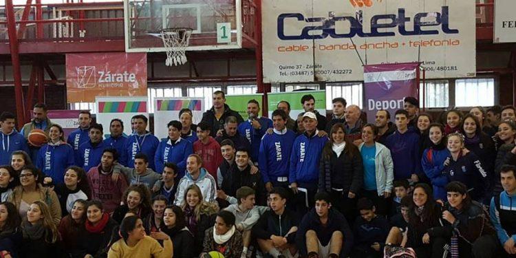Torneos Bonaerenses: Rubén Wolkowyski visitó Zárate y alentó a los chicos a seguir por el camino del deporte