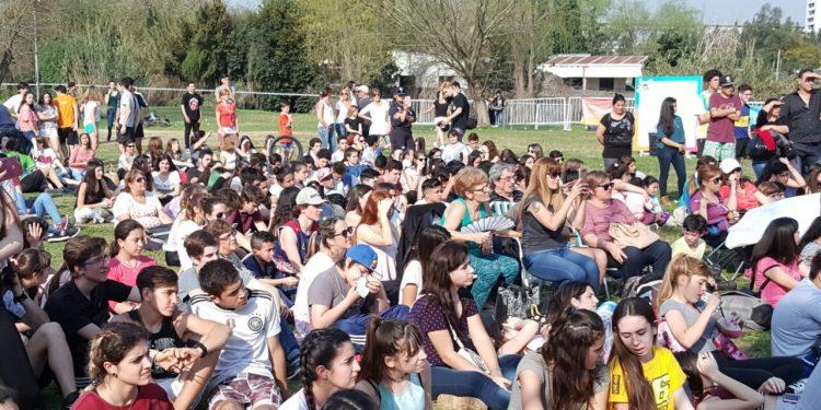 Costa Joven continuó con gran participaciónen el Paseo de la Ribera