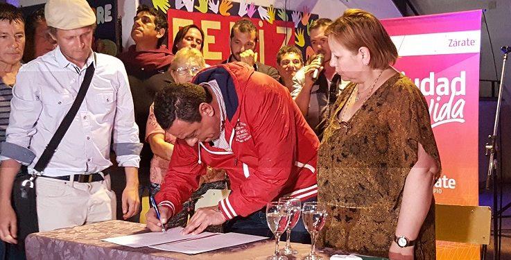 Cáffaro firmó un acta de compromiso por obras en el FONAVI
