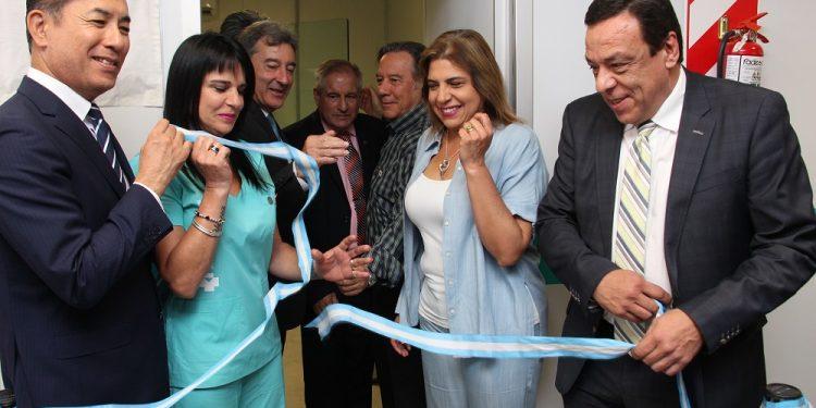 """""""Estamos orgullosos"""", dijo Cáffaro tras inaugurar el mamógrafo en el Hospital Municipal"""