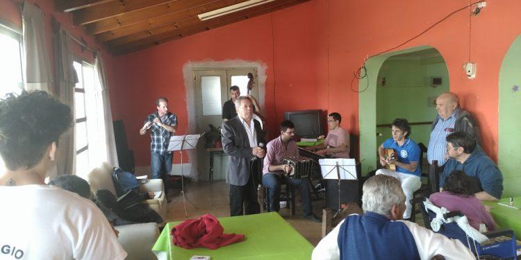 El Quinteto Municipal de Tango visitó el Hogar de Ancianos