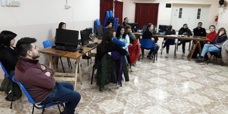 40 vecinos terminaron talleres de oficio de Operador de PC y Diseño Web