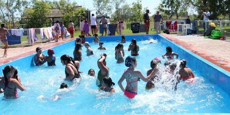 """Cientos de chicos ya disfrutan de las actividades de """"Verano al agua"""""""
