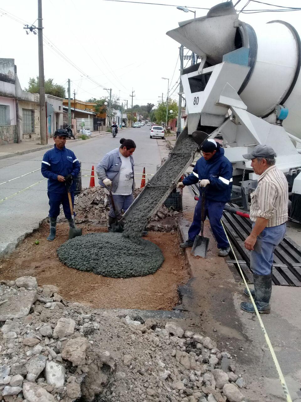 Servicios Públicos trabaja en limpieza de sumideros y bacheo