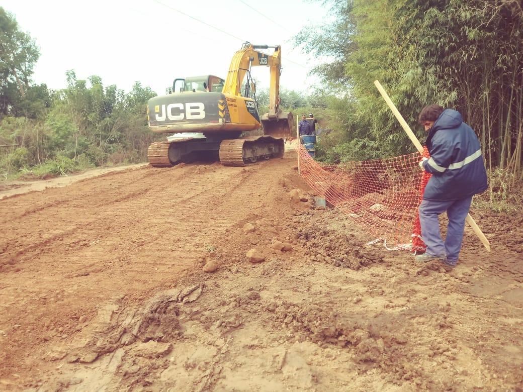 ServiciosPúblicostrabaja en limpieza de sumideros y bacheo