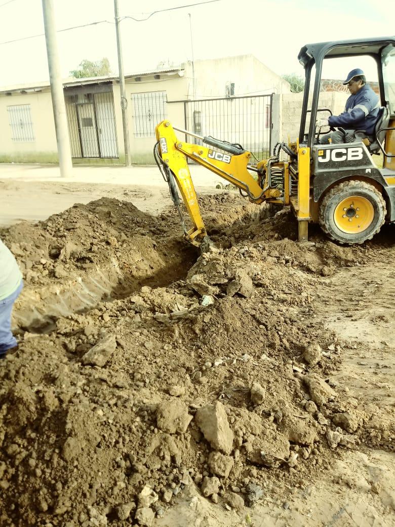 Servicios Públicos coloca alcantarilla en Juana María