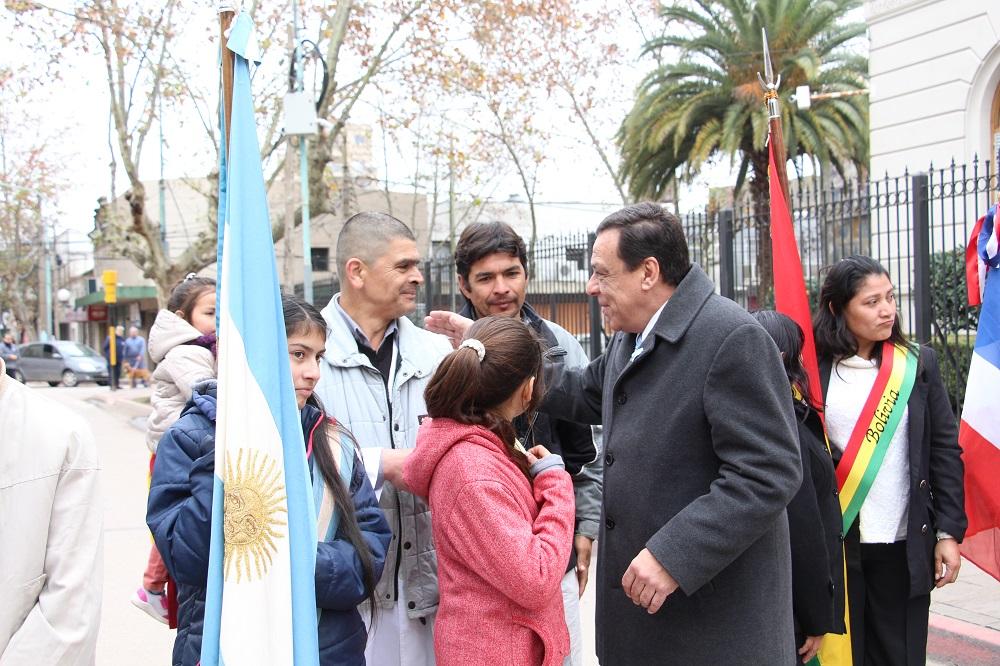 Cáffaro encabezó el acto oficial del 202° Aniversario de la Independencia argentina