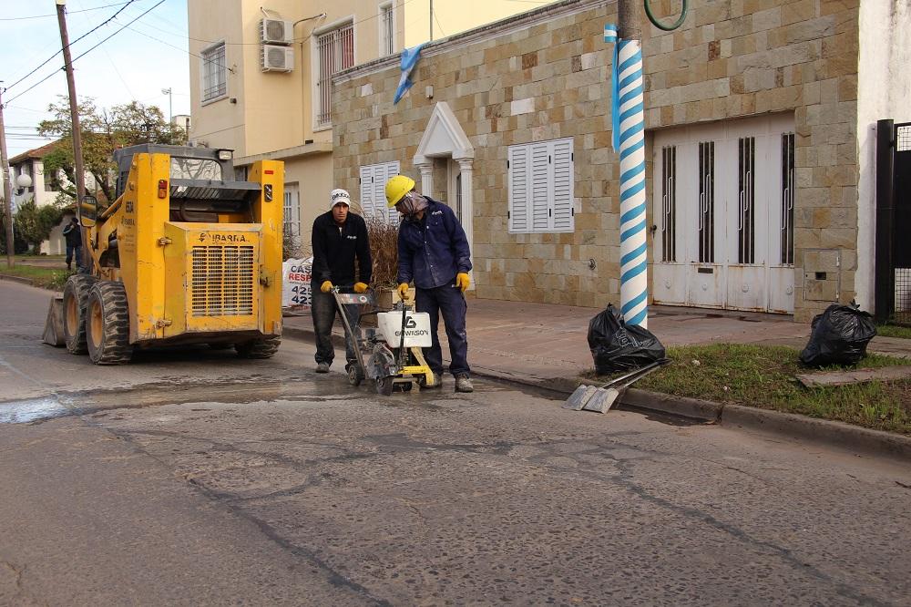 Avanzan las obras de bacheo en numerosas calles de Zárate