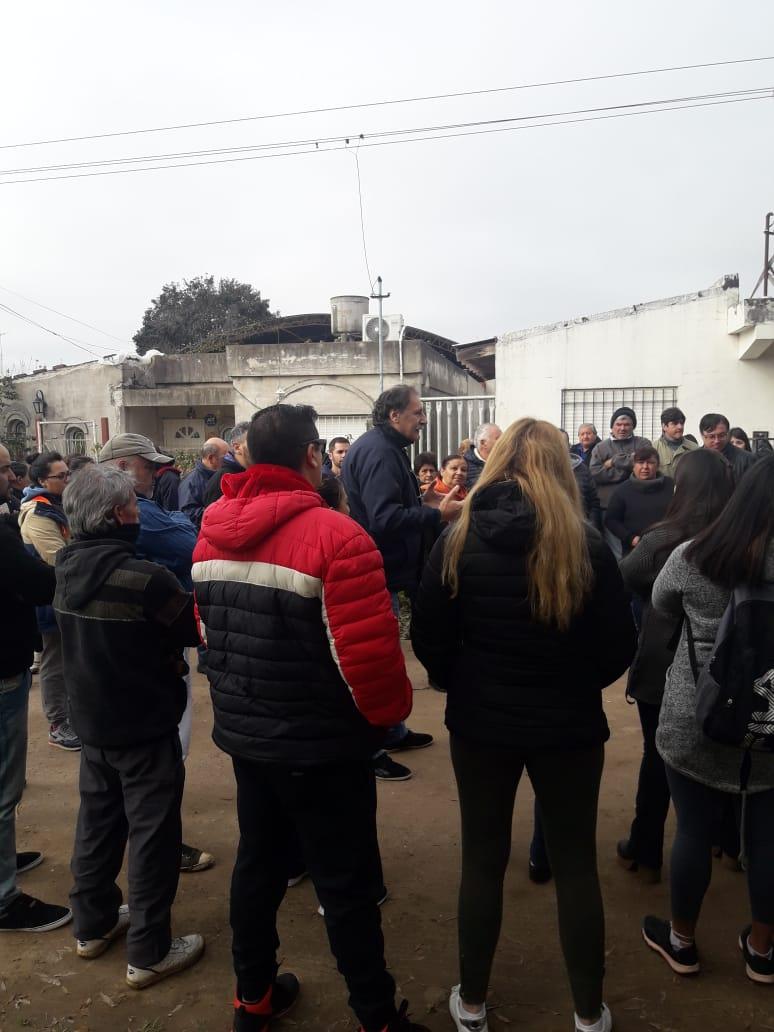 Reunión con vecinos de Barrio Zárate para recuperar la representación barrial