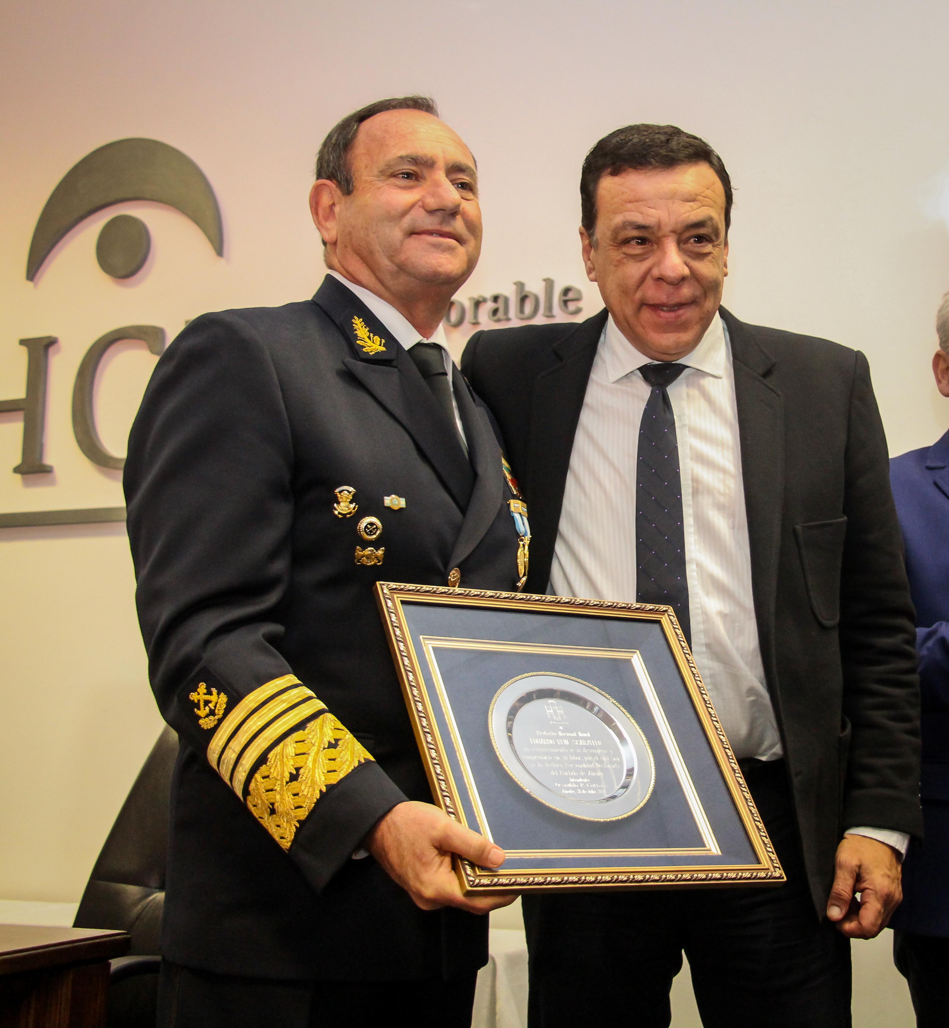 Cáffaro presente en el reconocimiento que el HCD le realizó al Prefecto Nacional Naval Eduardo Scarzello