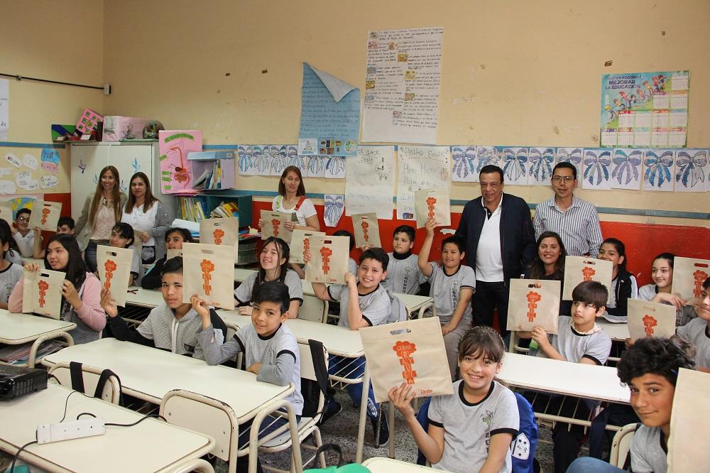 Cáffaro presentó Ciudad Rayuela en la Escuela N°28
