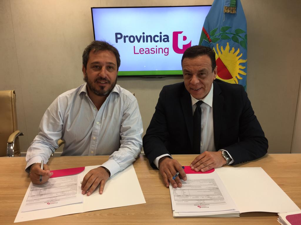 Cáffaro firmó contratos para infraestructura a través de Provincia Leasing