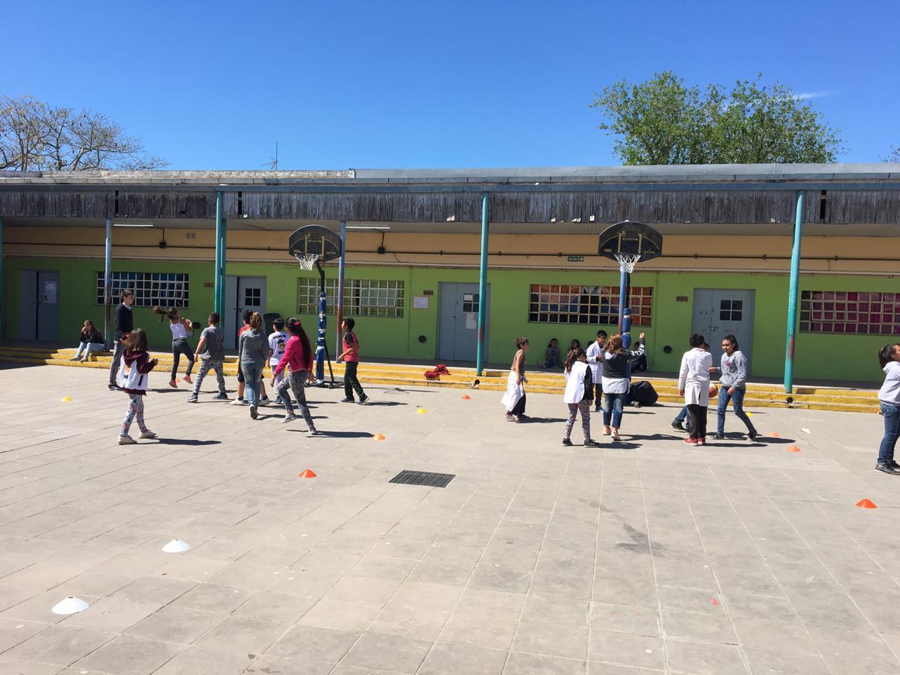 El básquet itinerante visitó la Escuela Nº 29