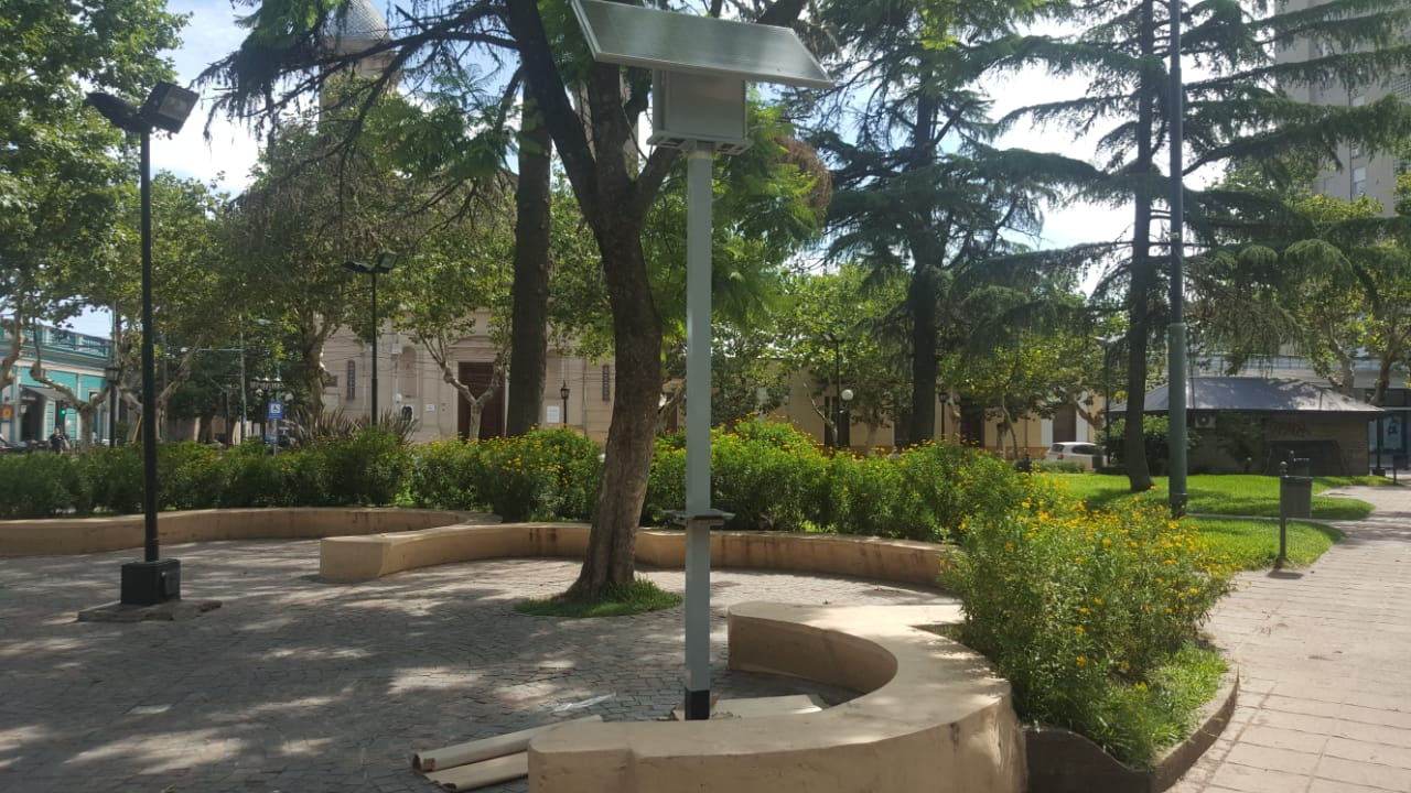 Zárate tiene su primera estación social para carga de celulares