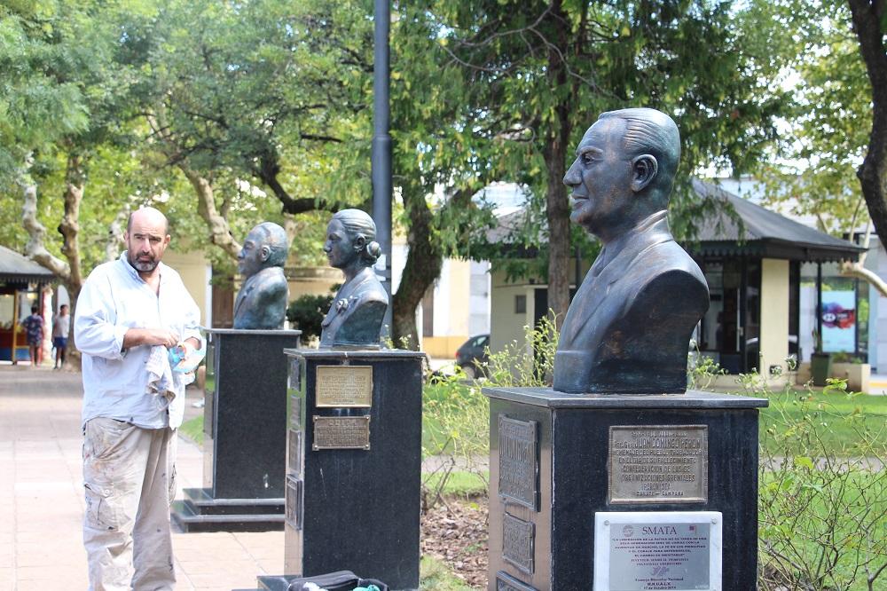 Se reacondicionan los bustos de la Plaza Mitre