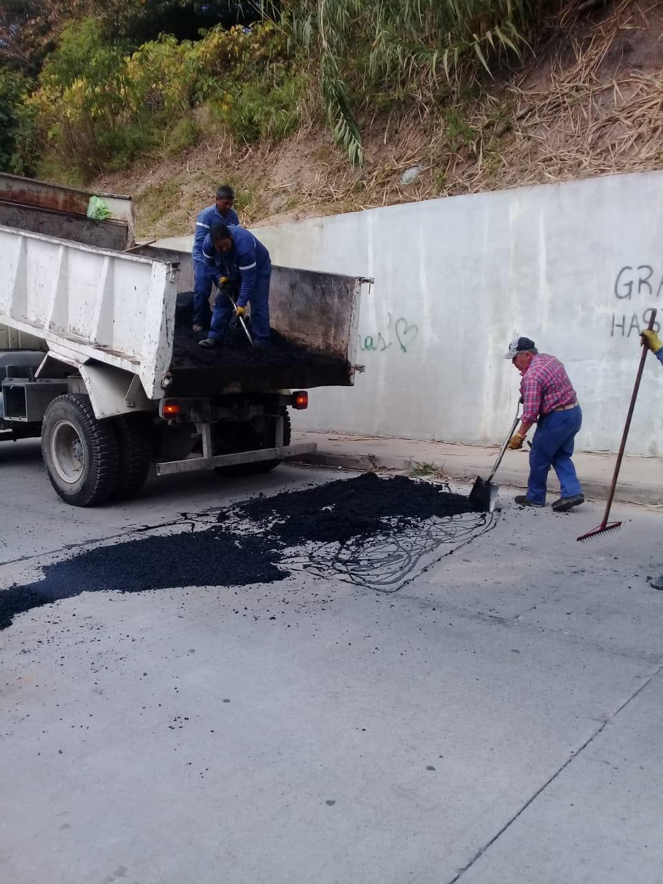 Servicios Públicos municipal avanza con bacheo y limpieza
