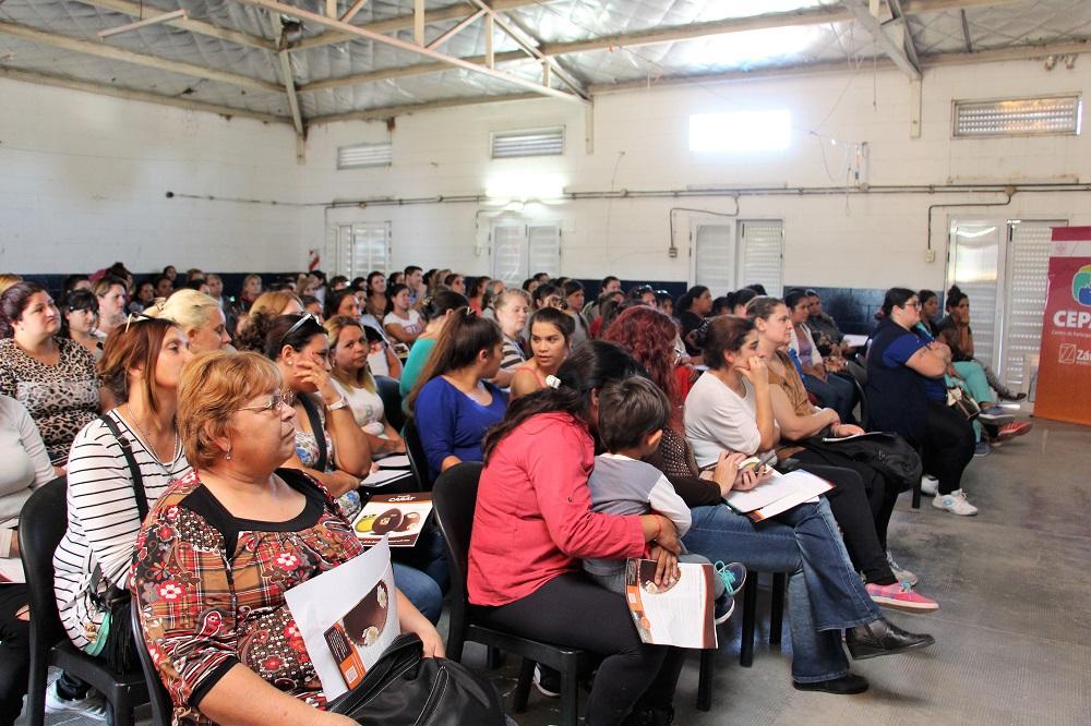 Mi Barrio: Se realizó el taller de bombonería en el barrio España