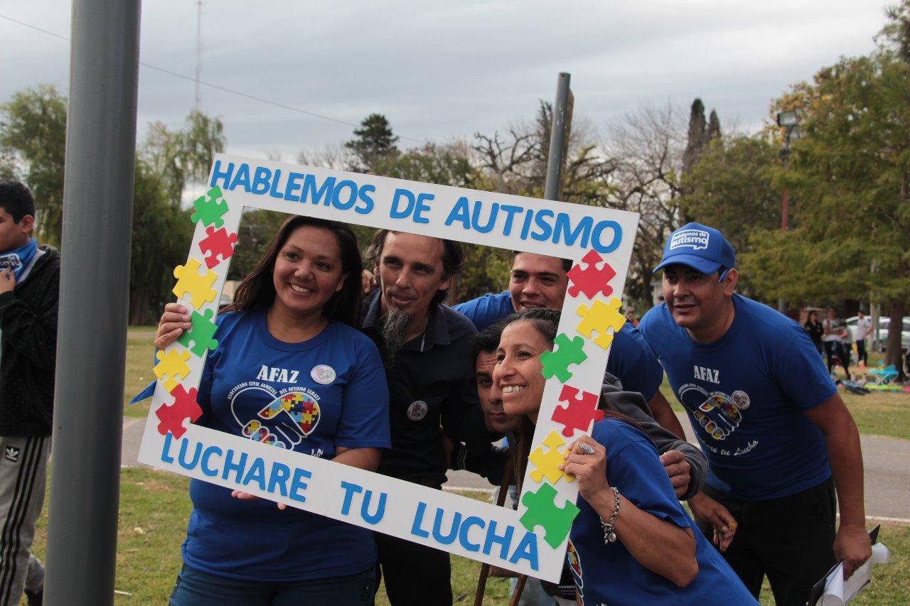 Se realizó la jornada de concientización del autismo en el Paseo de la Ribera