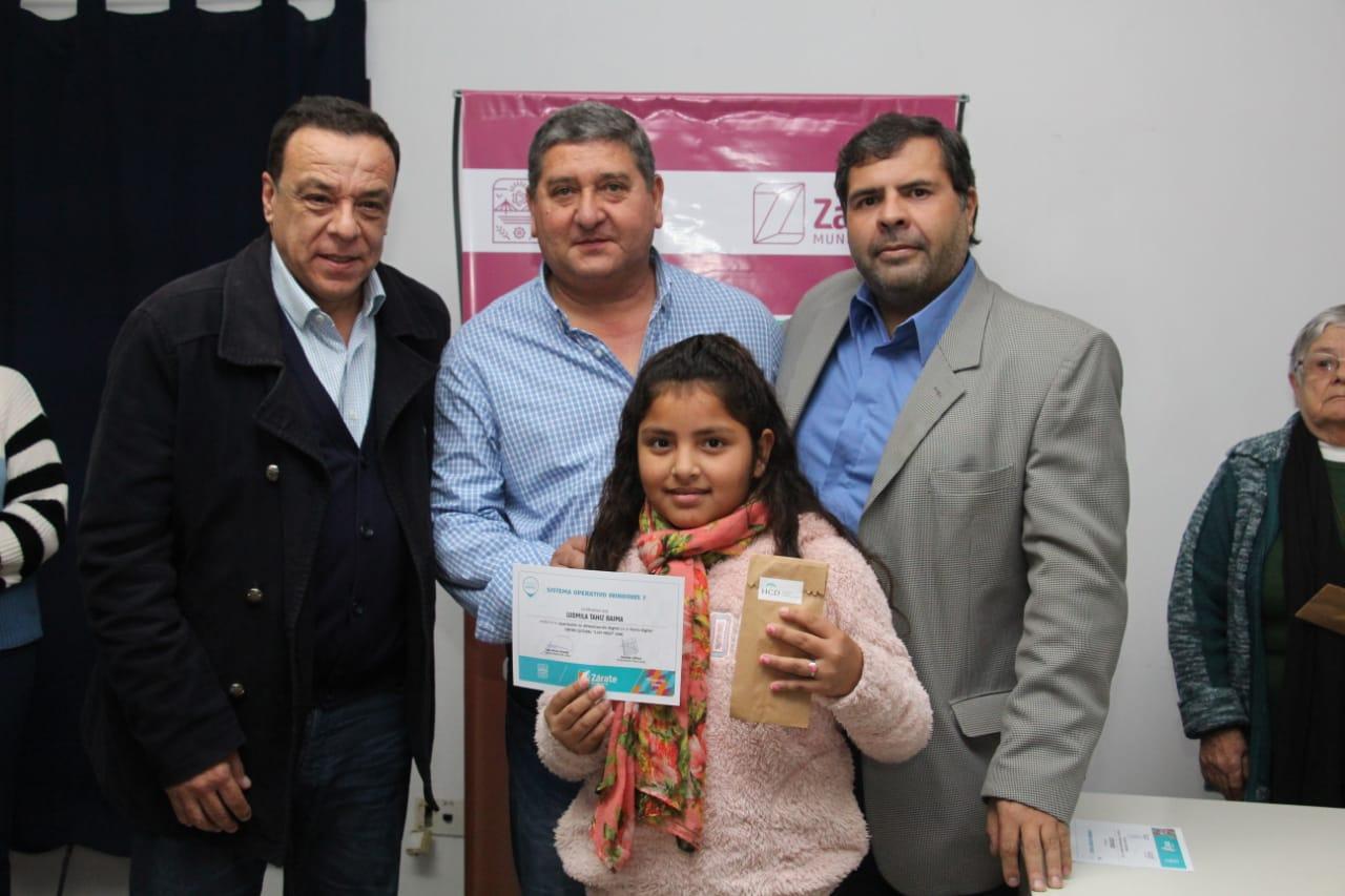 Cáffaro entregó certificados de alfabetización digital y anunció obras en Lima