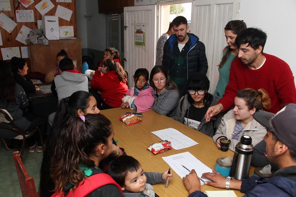 """Se realizó la charla """"Voto Joven"""" en el barrio Mitre"""