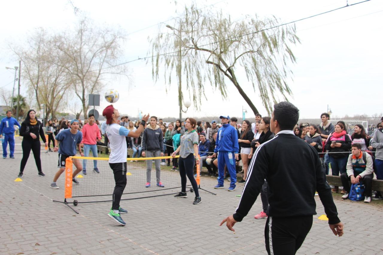 CostaJoven: en el Día del Amigo hubo competencias de Penales y Tenis-Fútbol