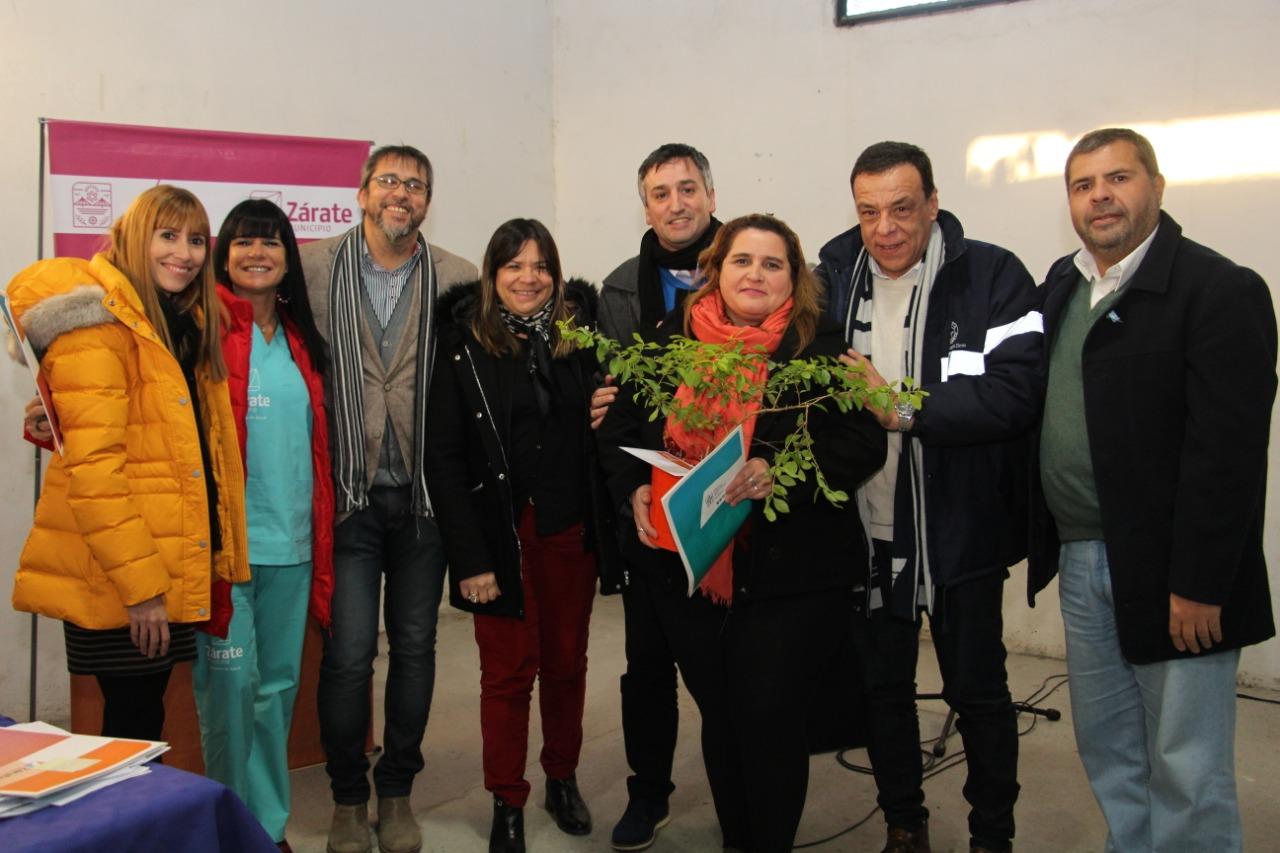 Otro sueño cumplido: Cáffaro entregó boletos de compra-venta a nuevos propietarios del Programa Lotes con Servicio