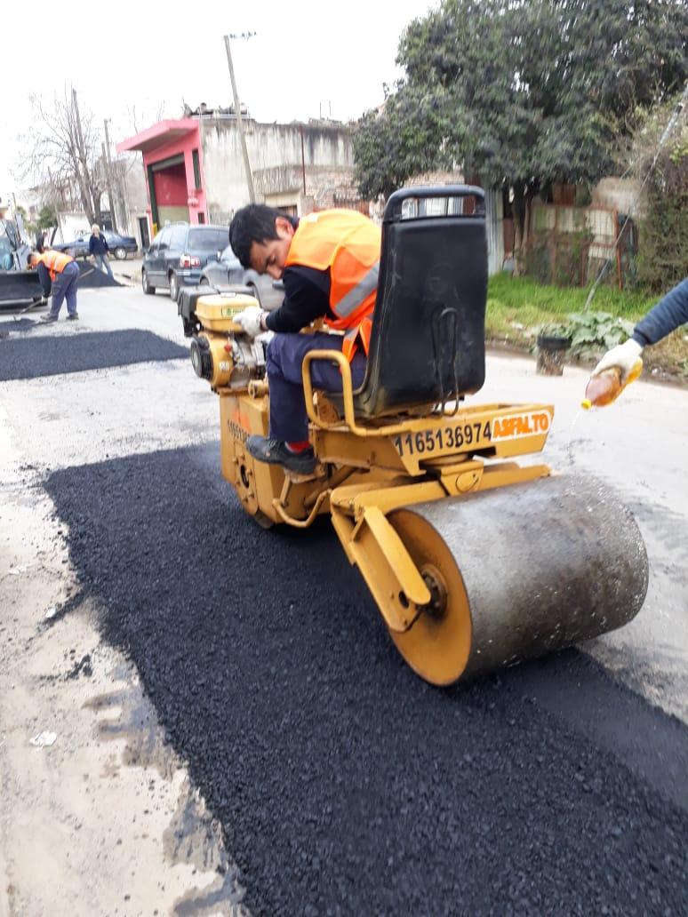 Municipio avanza con la reparación de calles y mantenimiento general en numerosos barrios