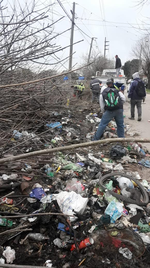 Municipio limpió tres basurales clandestinos