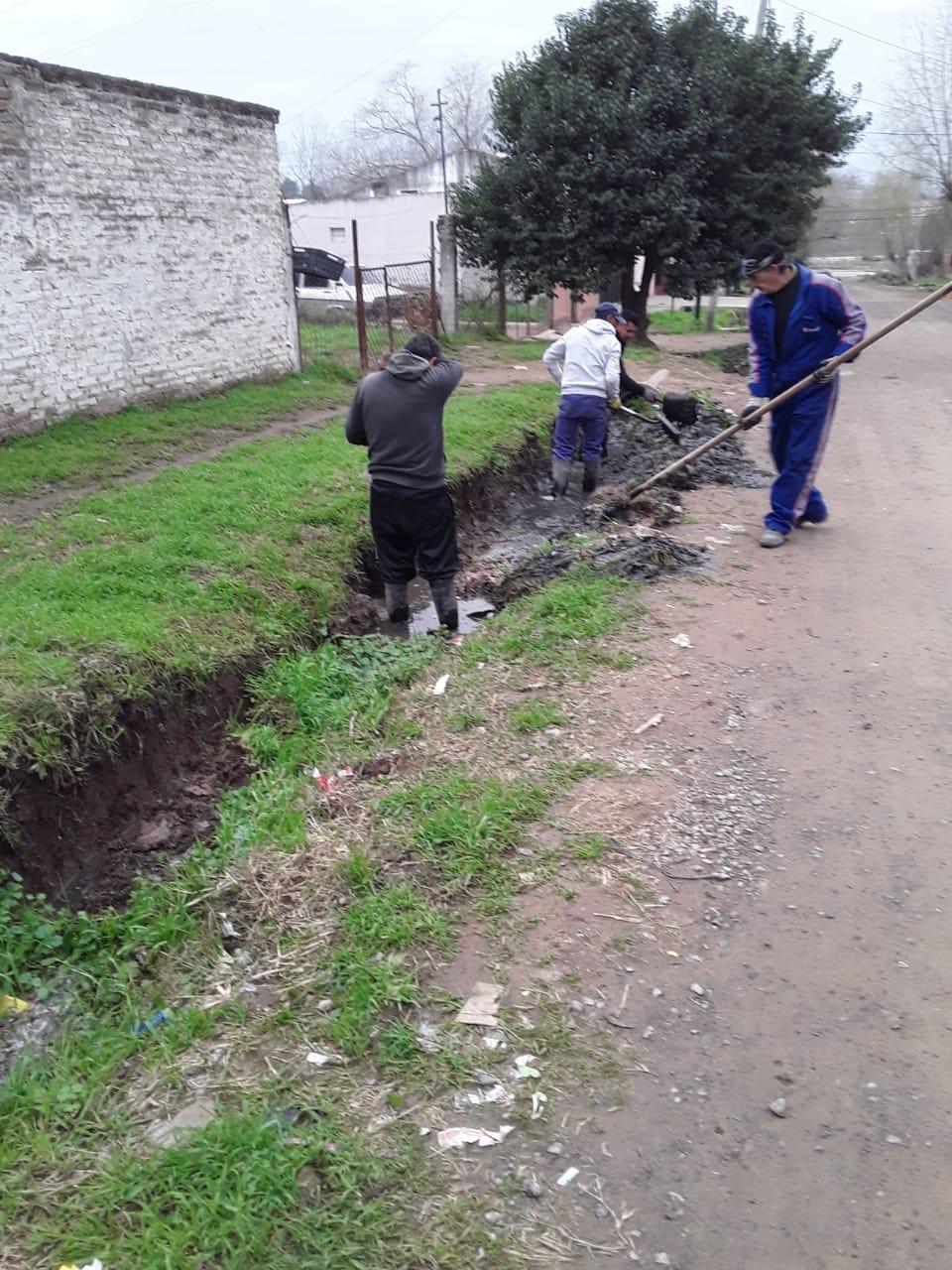 Personal municipal limpió importante basural clandestino