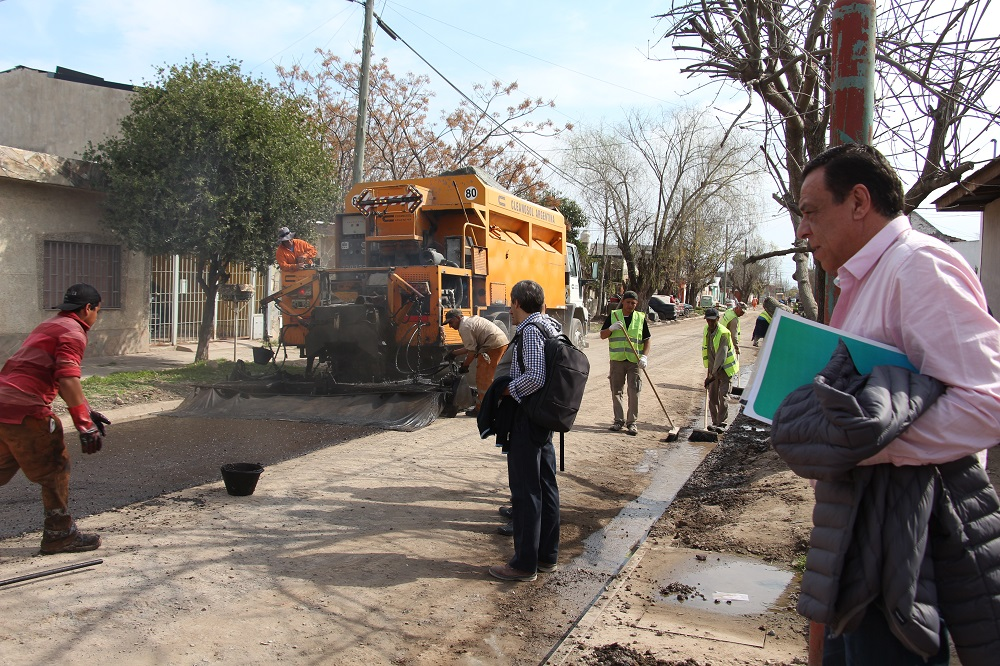 Cáffaro recorrió obras sobre calle Guido Spano
