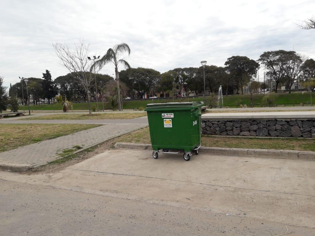 Más nuevos contenedores de residuos sólidos urbanos en la ciudad