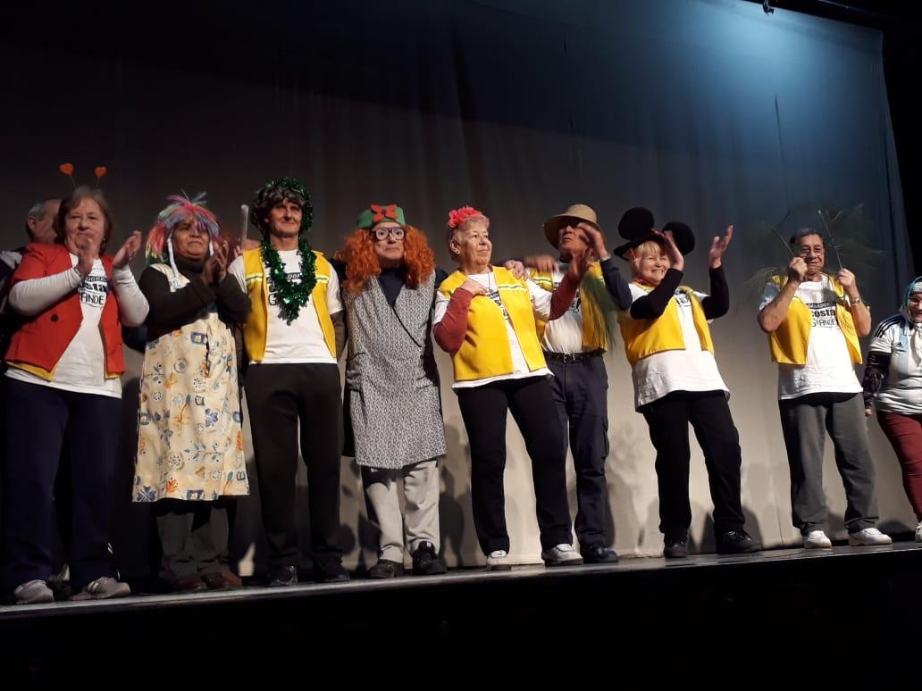 Costa Grande: Los abuelos participaron de Cuentacuentos