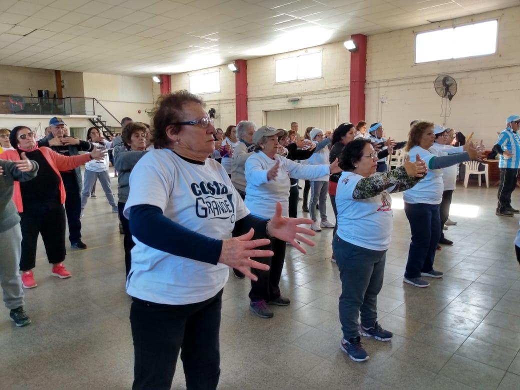 CostaGrande: masiva participación en el taller de tai chi