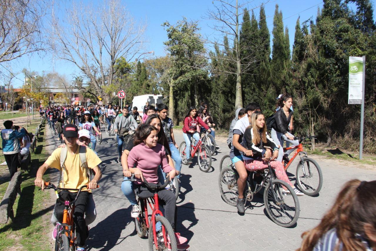 Costa Joven: bicicleteada masiva en el Paseo de la Ribera