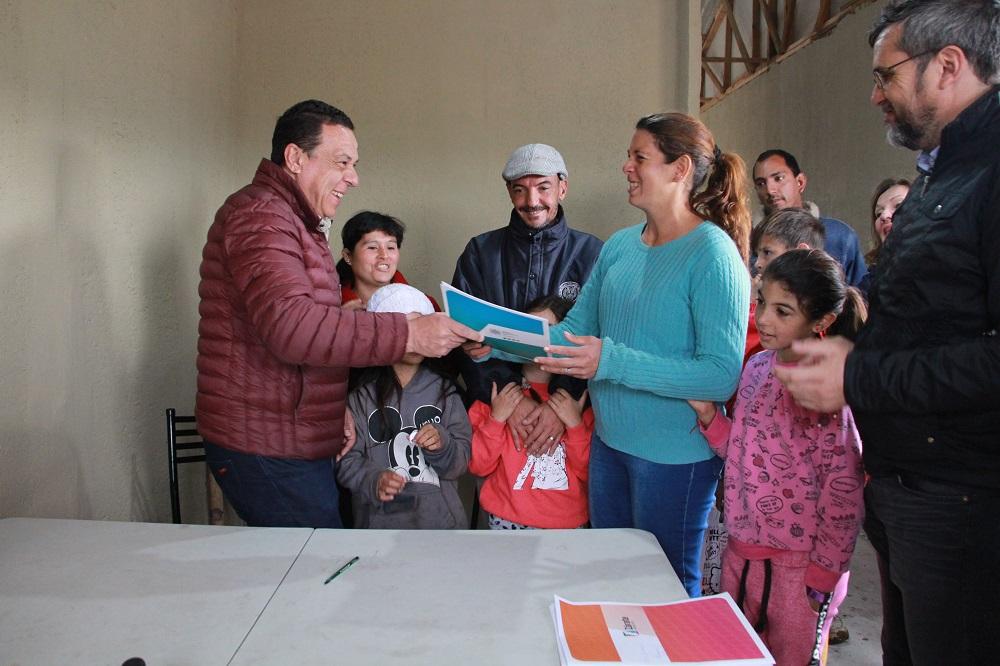 Cáffaro firmó la pre adjudicación de los módulos habitacionales para la relocalización de Los Pomelos