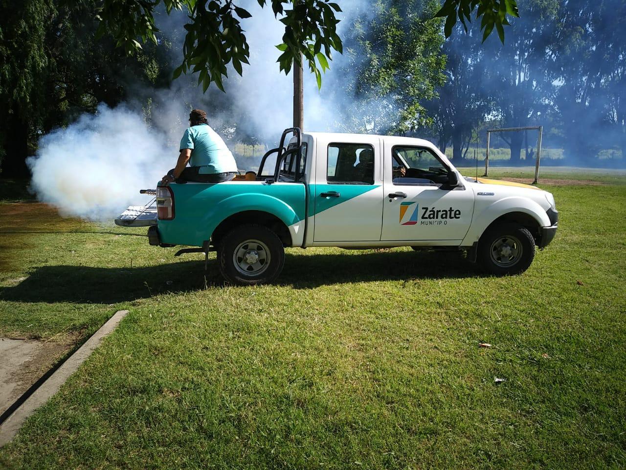 La Secretaría de Salud continúa fumigando los espacios públicos en Zárate y Lima