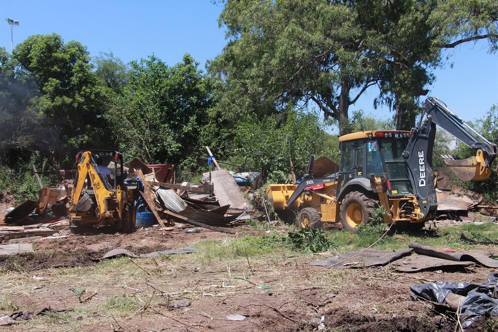 Se mudaron más de 50 familias del barrio Los Pomelos