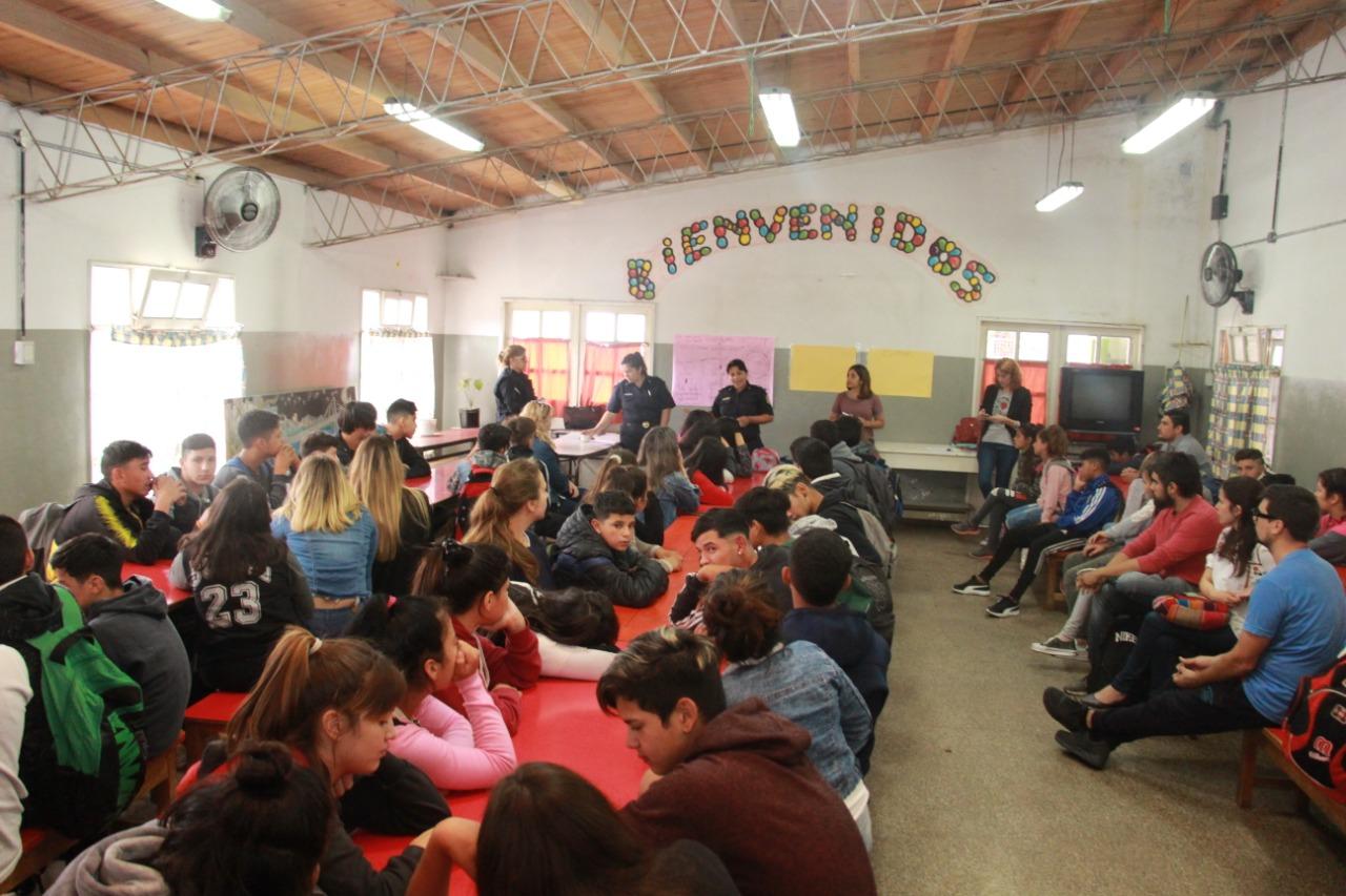 El Municipio desarrolló junto a la Comisaría de la Mujer un taller sobre violencia de género