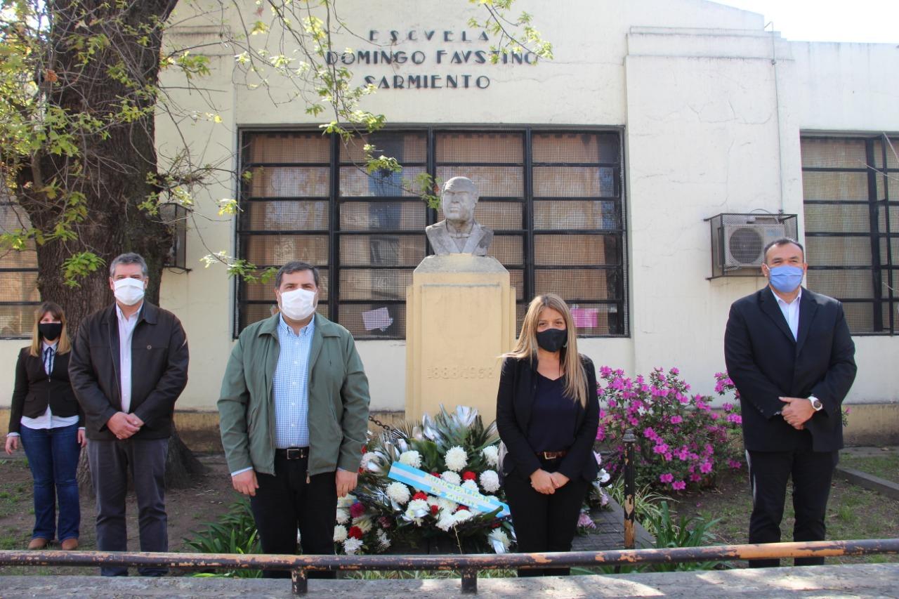 El Municipio celebró el día del maestro en conmemoración del fallecimiento de Domingo Faustino Sarmiento