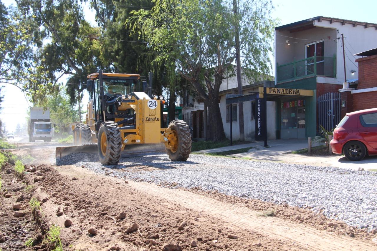 Avanzar en tiempos de pandemia: El Municipio redobla esfuerzos y profundiza trabajos de mantenimiento de calles.