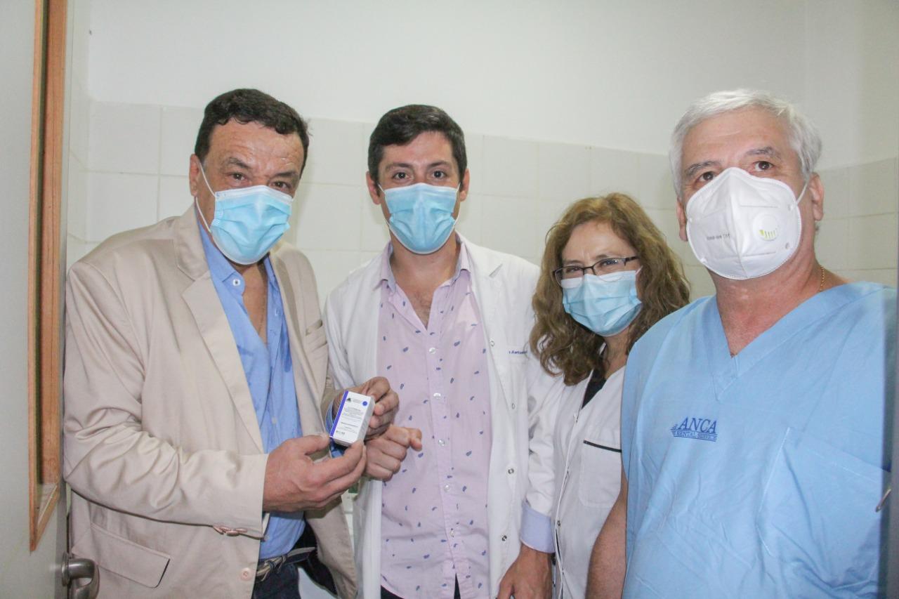 Cáffaro, en una jornada histórica para Zárate, recibió la primera tanda de vacunas que llegaron al Hospital Virgen del Carmen para utilizarse contra el COVID-19