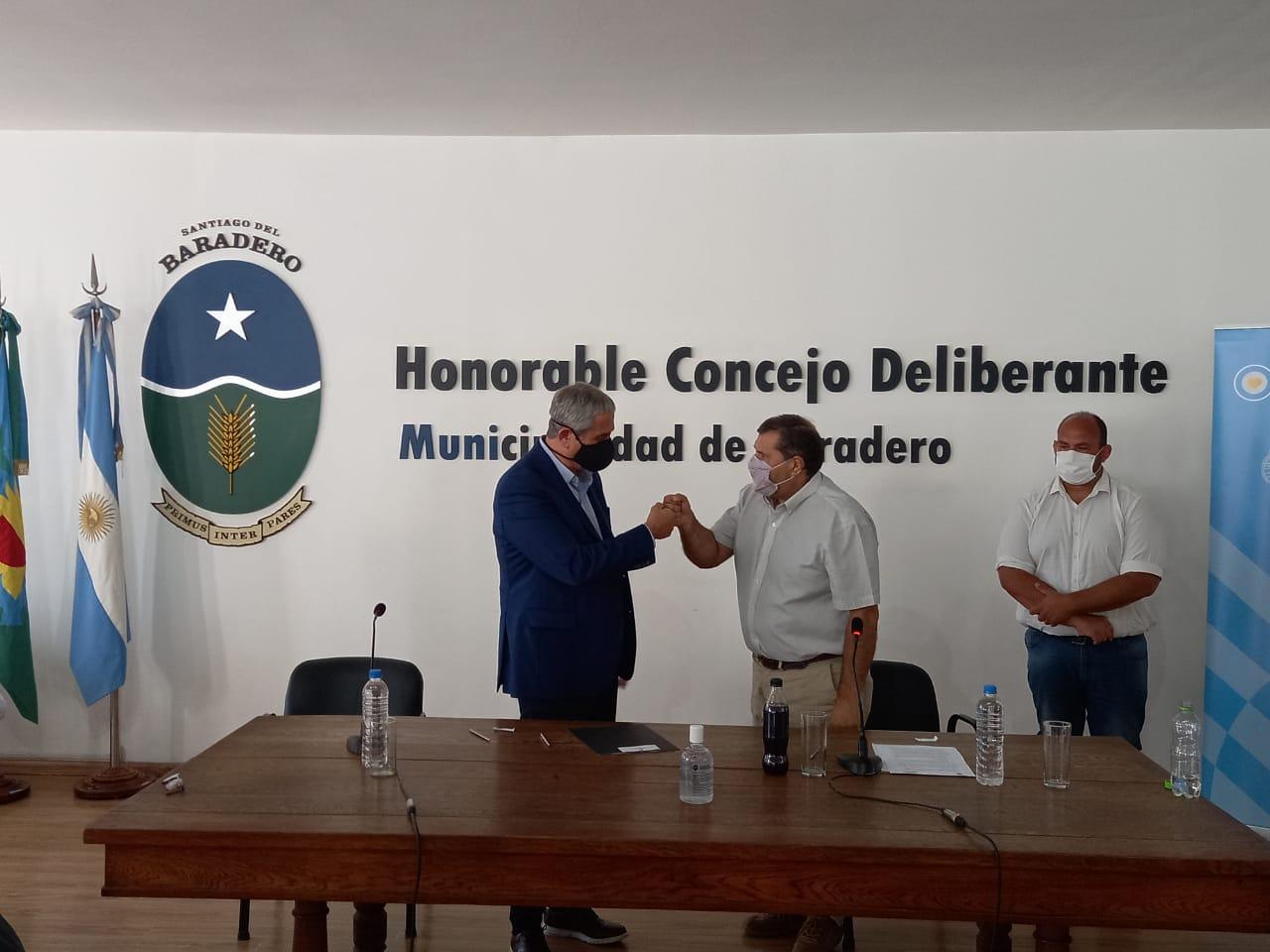 Ariel Ríos firmó la adhesión al programa Casa Propia-Construir Futuro