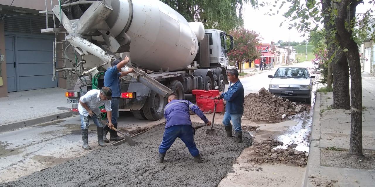 Municipio avanza en la reparación de pérdidas de agua y bacheo, en la zona Del Bajo
