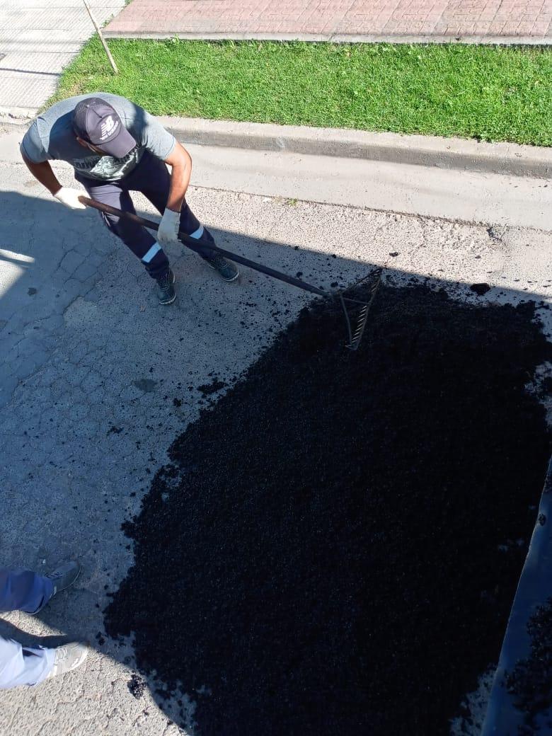 Municipio realiza trabajos reparación de calles en distintos barrios
